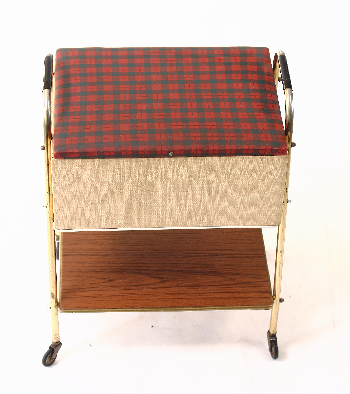 Kiste Mit Rollen truhe nähkastn tisch kiste aufbewahrungstisch mit rollen 60er jahre