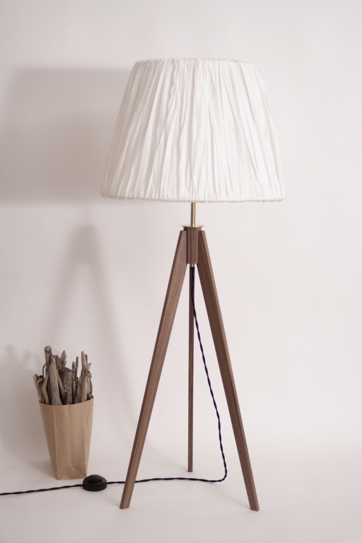 dreibein lampe holz tripod strandholzshop vintage. Black Bedroom Furniture Sets. Home Design Ideas