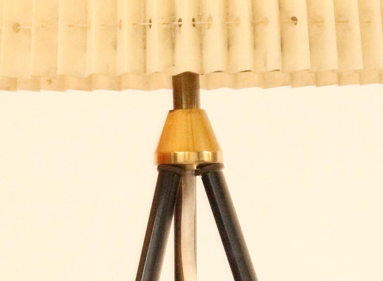 vintage dreibein tripod 50er 60er jahre stehlampe plissee. Black Bedroom Furniture Sets. Home Design Ideas