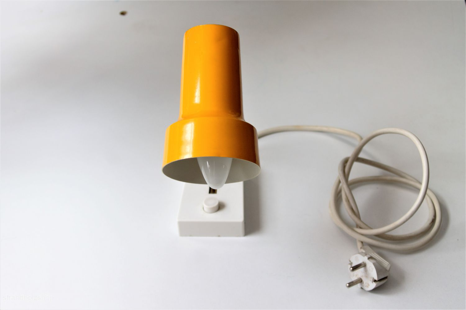 Table lamp color yellow view3
